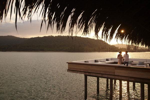 07-vista-bar-outdoors-at-sunset-1699